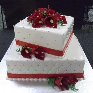 Gâteau de mariage 2 étages fait sur mesure. Blanc décoré de perles et de fleurs Calla rouges. Fait sur mesure, pour plus d'information contactez-nous.
