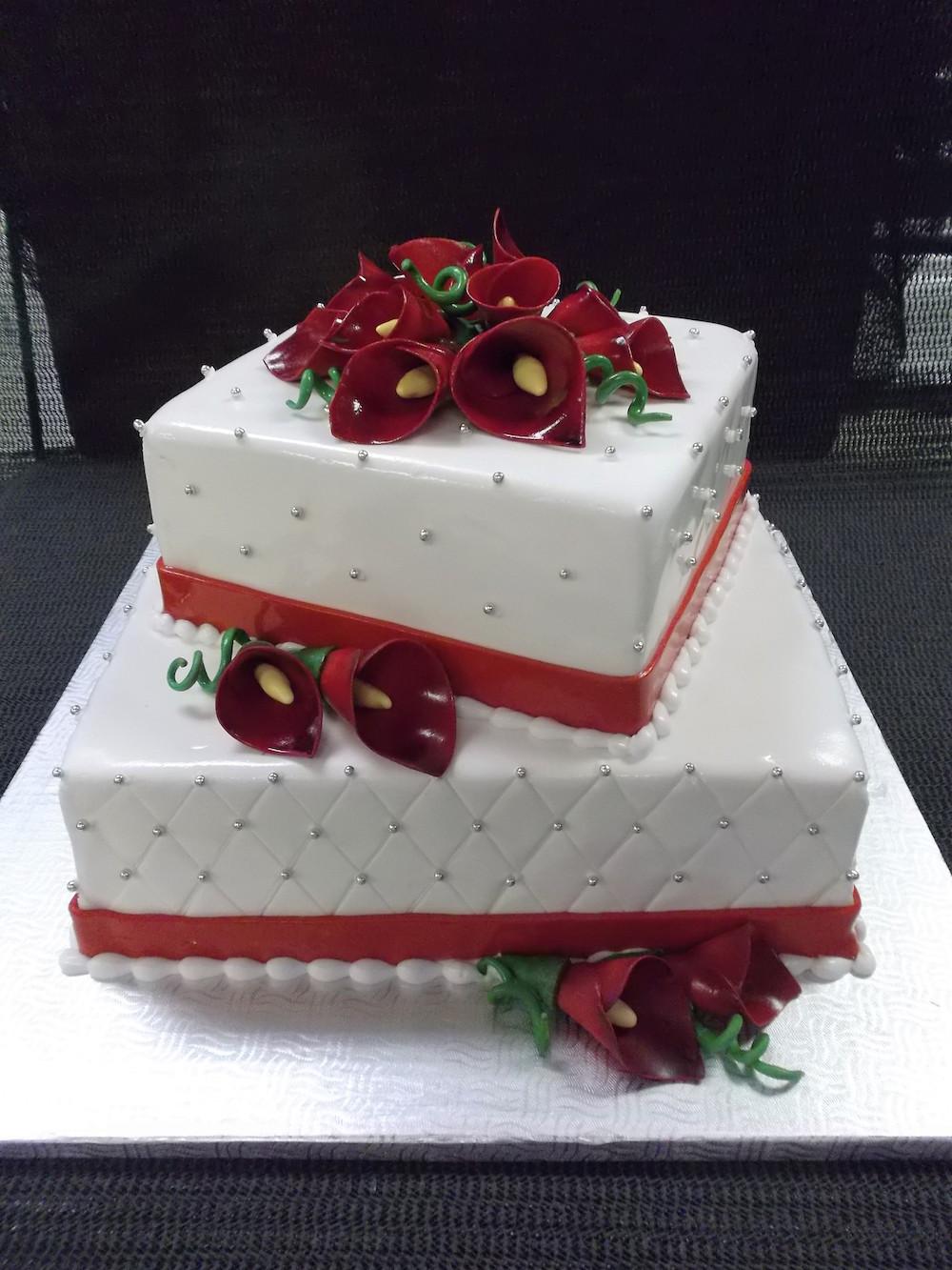 Gâteau 2 étages Fleurs Calla Rouges Boulangerie Lamontagne