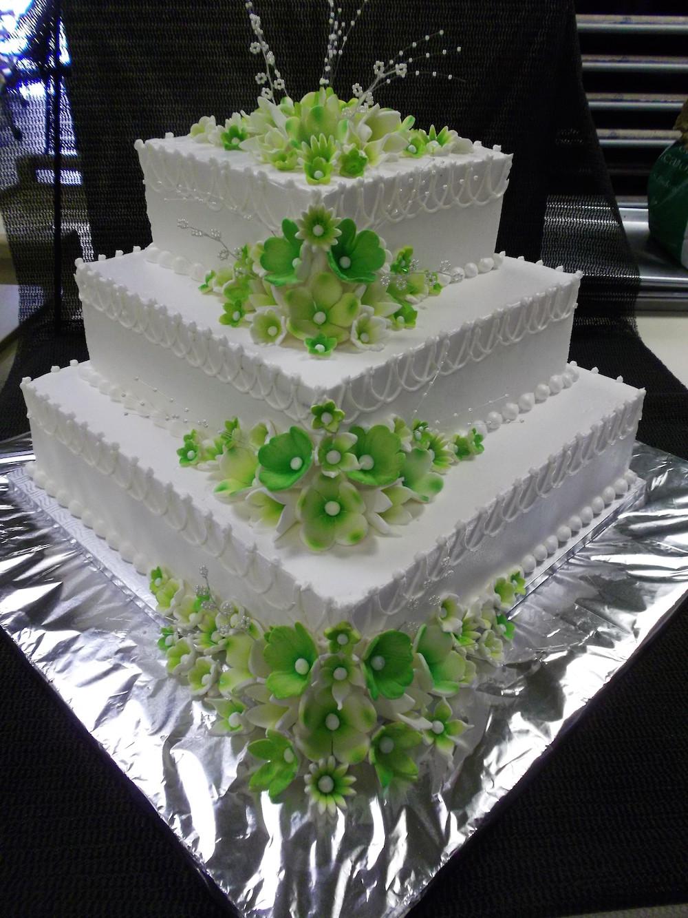 Gâteau 3 étages Fleurs Vertes Boulangerie Lamontagne