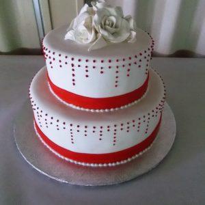 Gâteau de mariage 2 étages fait sur mesure. Fleur et ornements faits en pâte de sucre. Fait sur mesure, pour plus d'information contactez-nous.